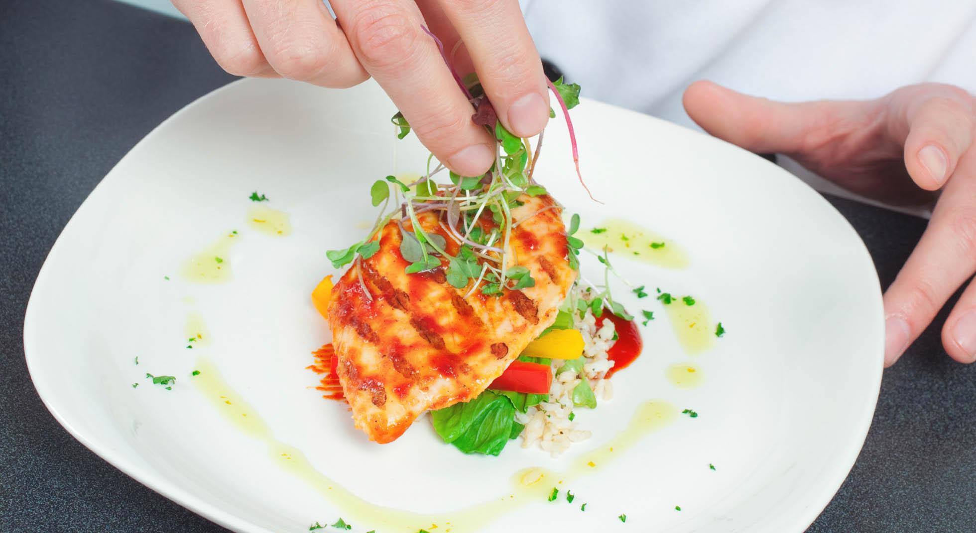 5 decorazioni facilissime che salveranno il vostro piatto for Decorazioni piatti gourmet